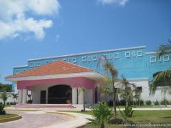 Isla Mujeres convention center.jpg