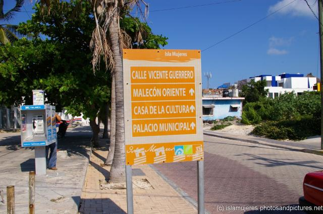 Isla Mujeres landmarks sign on Calle Vincente Guerrero.jpg