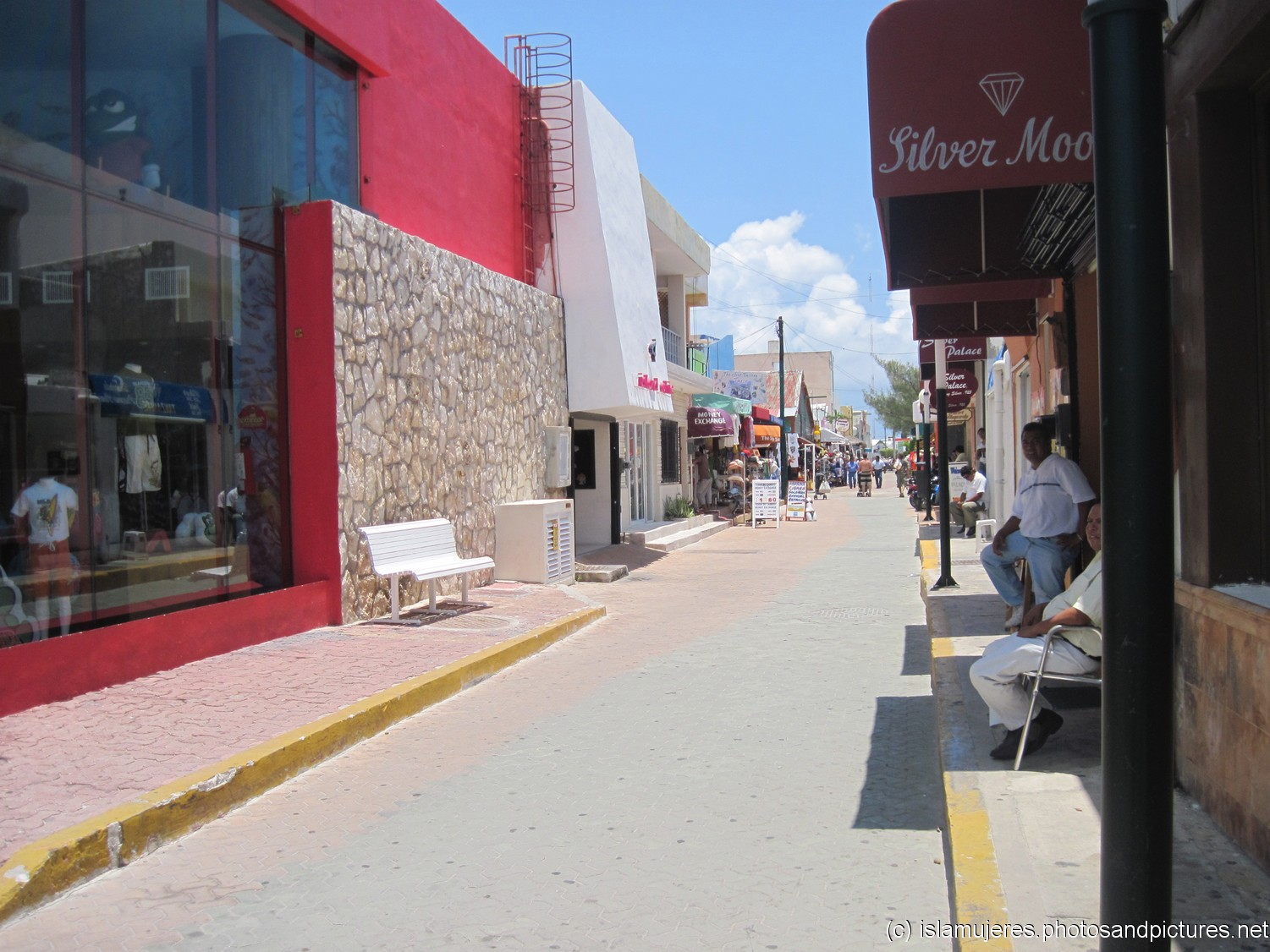 Looking down a Isla Mujeres street in El Centro.jpg