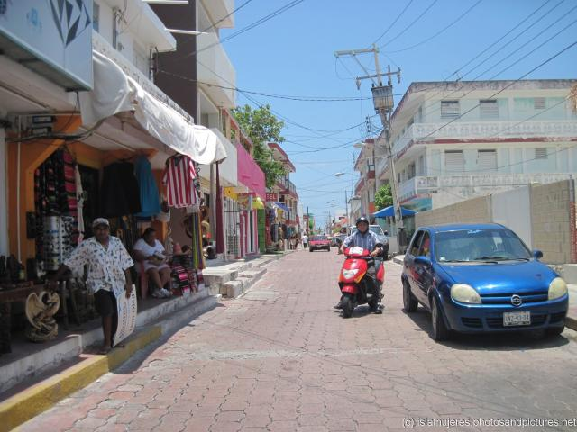 Looking down a Isla Mujeres street off Avenue Rueda Medina.jpg