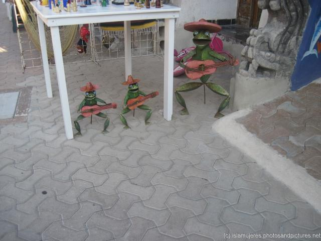 Art sculptures of music playing frogs in Isla Mujeres.jpg