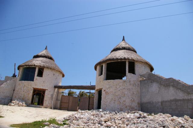 Twin towers under construction in Isla Mujeres.jpg