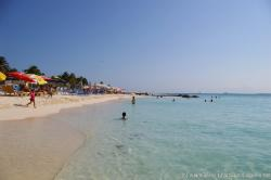 Beach goers and waters off of Playa Norte Isla Mujeres.jpg