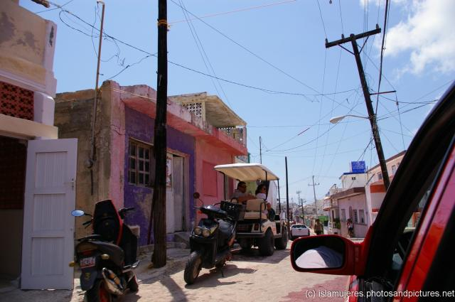 Driving north on Benito Juarez in Isla Mujeres in El Centro.jpg
