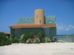 Funky green house in Isla Mujeres.jpg
