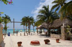 Sandy street of Isla Mujeres Playa Norte.jpg