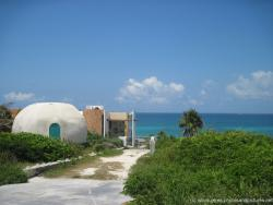 Igloo like building in Isla Mujeres.jpg